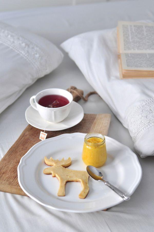 Poświąteczne śniadanie. Placuszki z musem z pomarańczy, imbirem i goździkami.